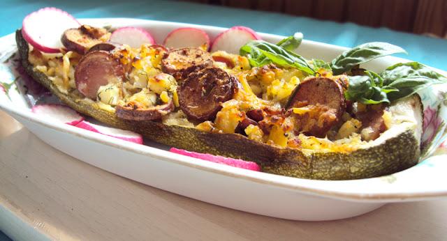 Cukinia faszerowana parówkami, serem, twarogiem i jajkami