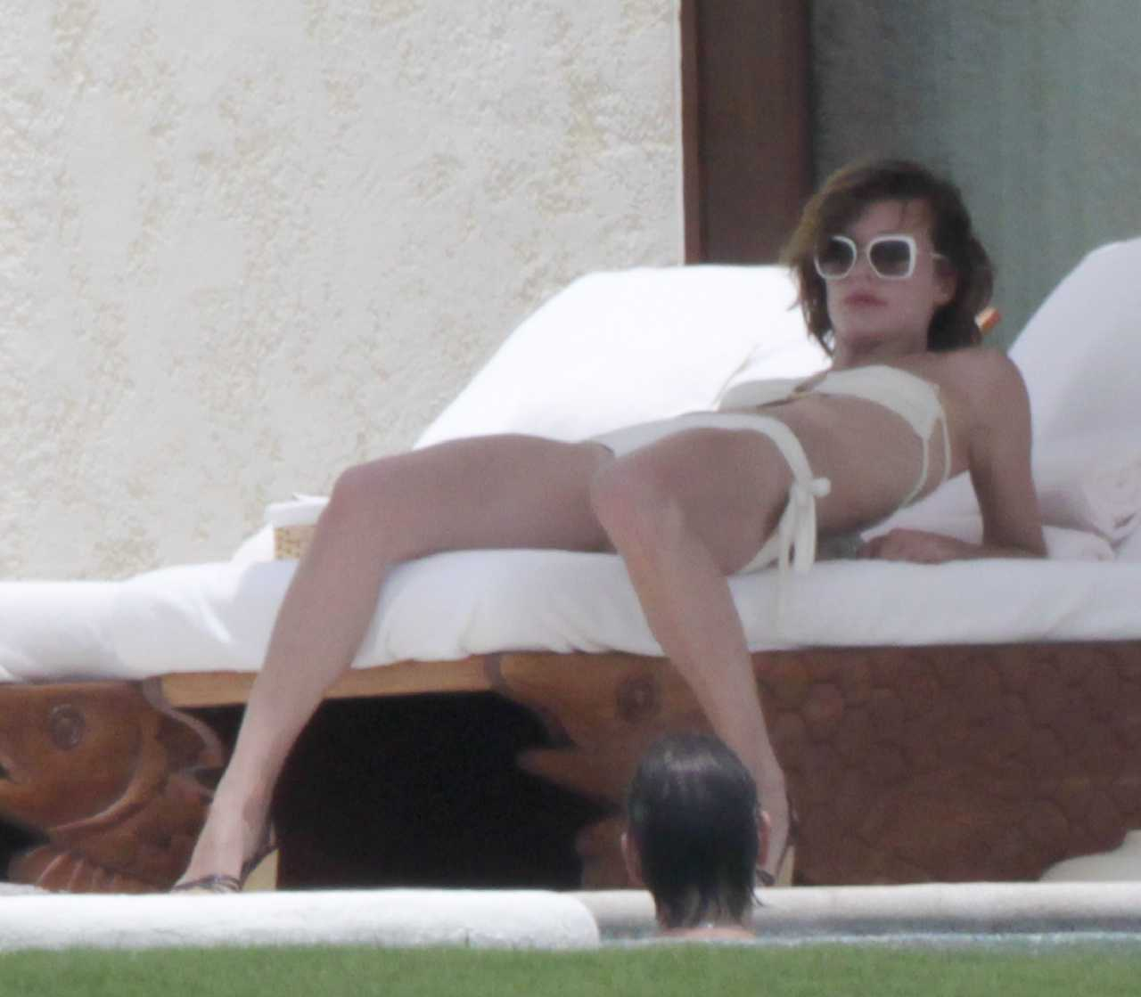 http://1.bp.blogspot.com/-NyCwSeu7BoM/TrhUXra3MGI/AAAAAAAAink/XSVNmcnIpF4/s1600/Milla+Jovovich%25E2%2580%2599s+Hottest+Bikini+and+Lingerie+Pics+08.jpg