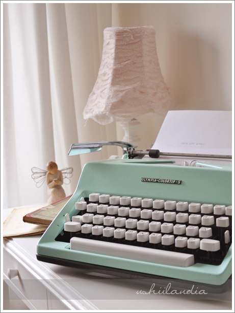 stara miętowa maszyna do pisania / vintage mint typewriter