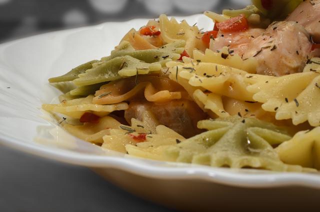Guiso de pajaritas y salmón; pasta and salmon stew