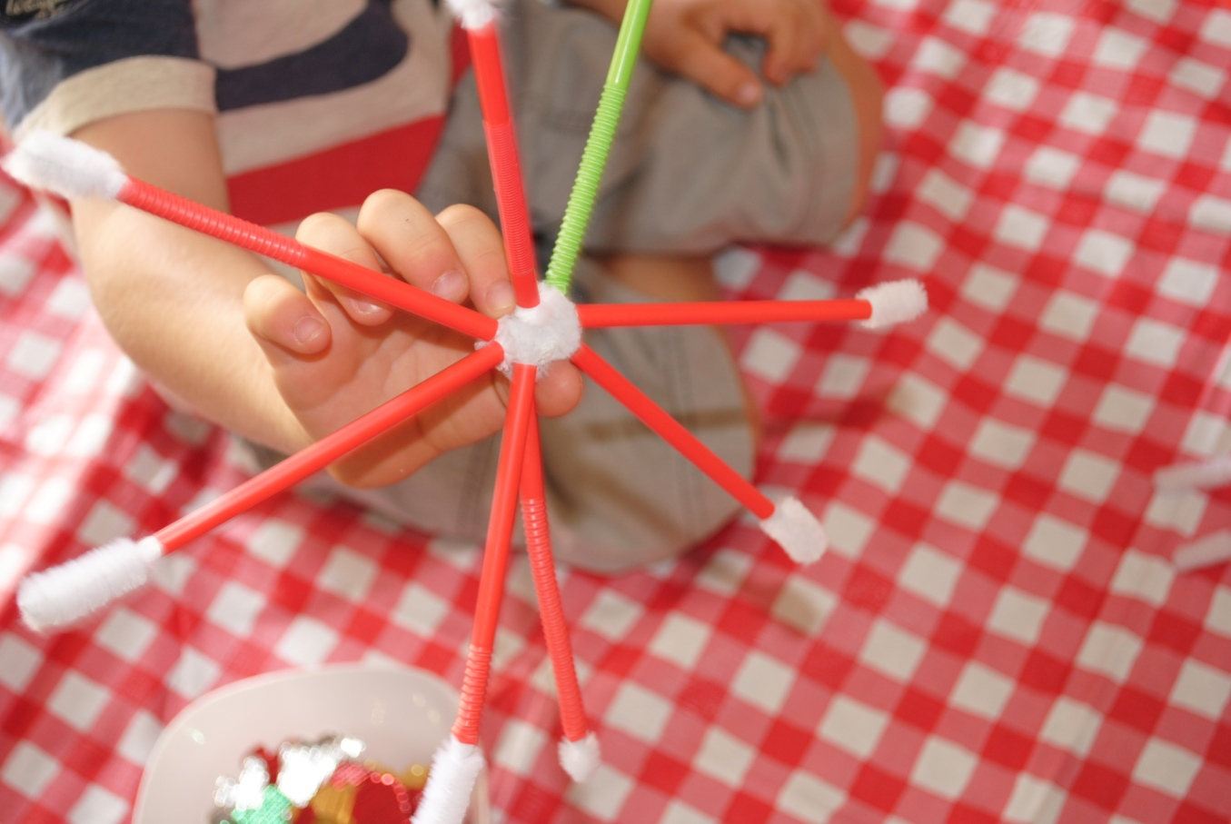 Arts and crafts for 3 year old - A Very Kid Friendly Non Messy Easy Xmas Craft Project Both 5 Year Olds