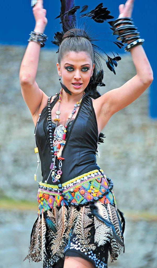 BOLLYWOOD HOT 10: Aishwarya Rai Armpit Pics Collection
