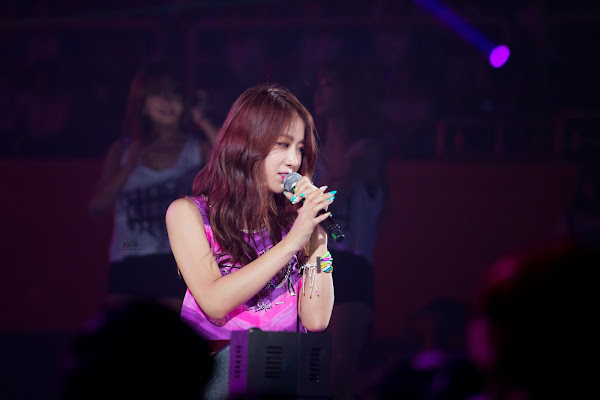 Soyou SISTAR Touch My Body Live