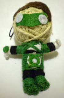 Front of vending machine mini Green Lantern string puppet