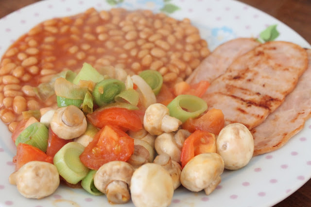 Turkey rashers, beans & mushrooms, leeks & tomatoes