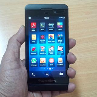 Tampilan Depan BlackBerry Z10