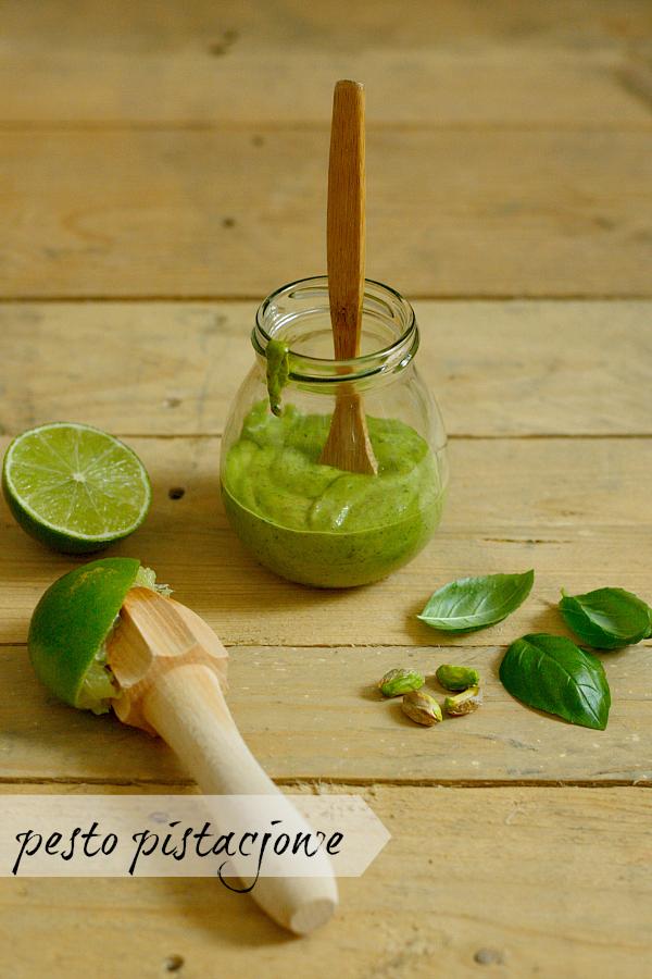 Łosoś na zielonych szparagach i pesto pistacjowym