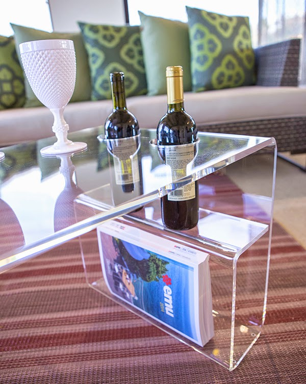 Tavolino trasparente in plexiglass