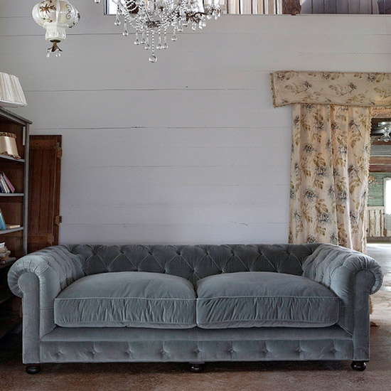 Shabby chic on friday chesterfield un classico intramontabile la gatta sul tetto interior - Divano shabby chic ...