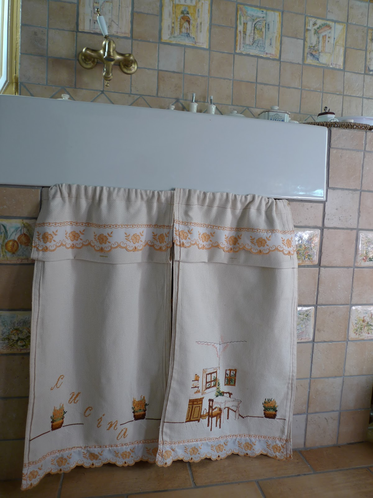 Dal decoupage alla cucina tendine per la mia cucinetta - Aste per tende finestre ...