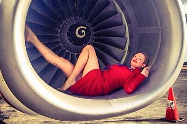 Члены экипажей авиалайнеров делятся тайнами рабочих будней в Instagram
