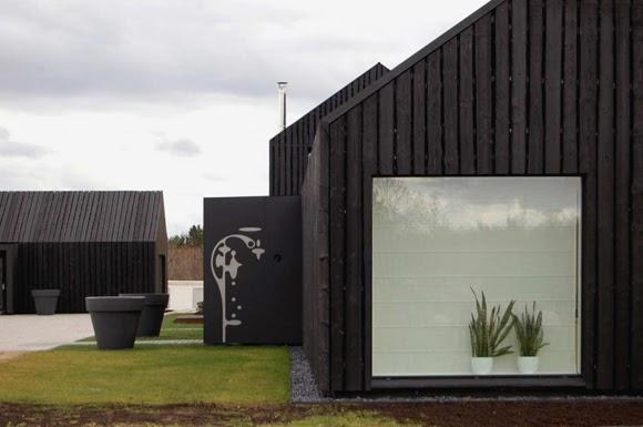 Around homes black houses for Planimetrie della fattoria contemporanea