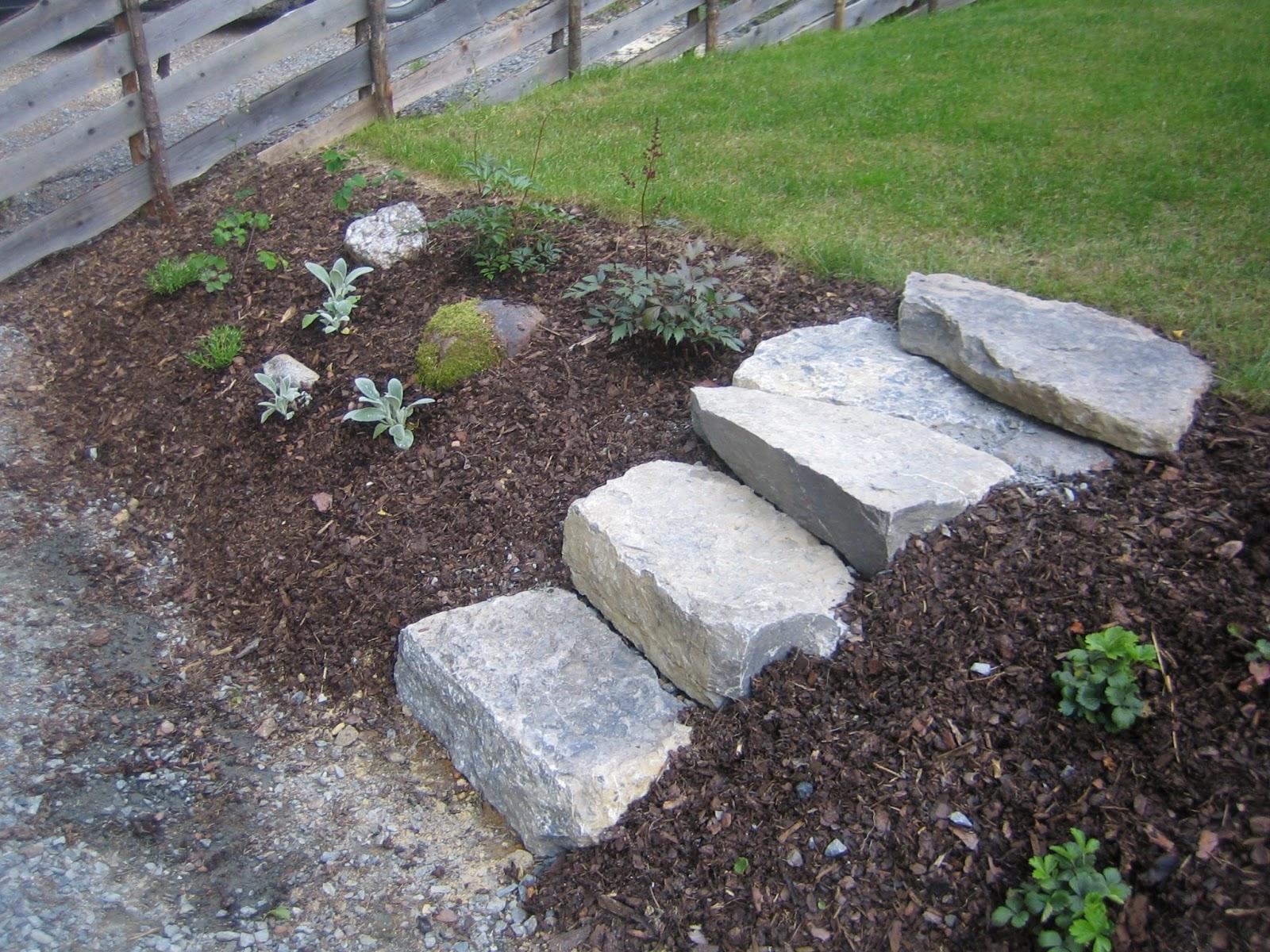 Steintrapp i skråning