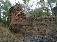 Un dels murs del Palau del Castell de Sant Jaume