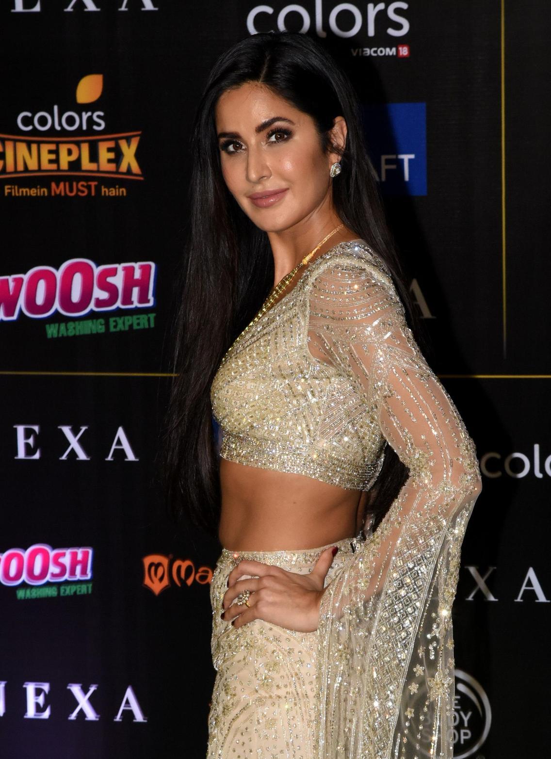 IIFA Awards Green Carpet 2019 20th October 2019 Hindi 150MB HDTV 480p