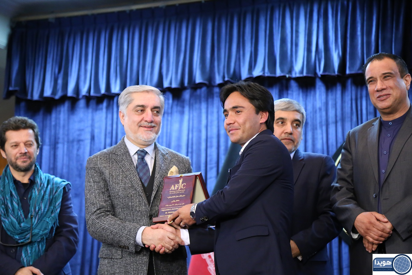 مختار وفایی جایزه خبرنگار سال افغانستان را از آن خود کرد