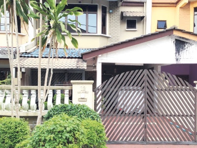 Gambar-Rumah-Ibu-bapa-vivian-di Desa-Jaya-Johor.jpg