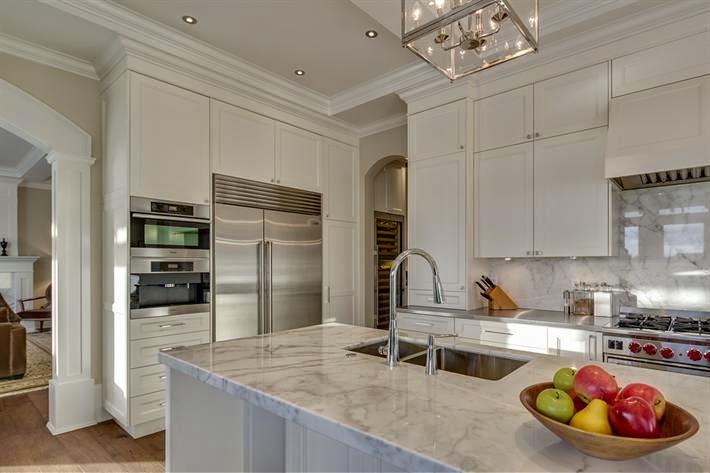 Muebles de cocina para no tener que preocuparse por las for Cocinas blancas clasicas