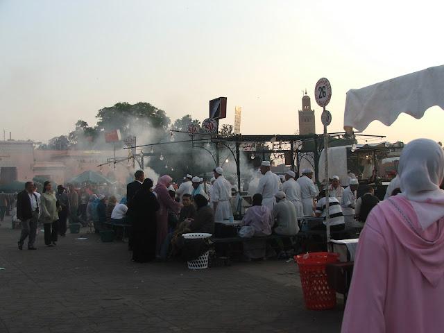 piazza Djamaa el-Fna al tramonto