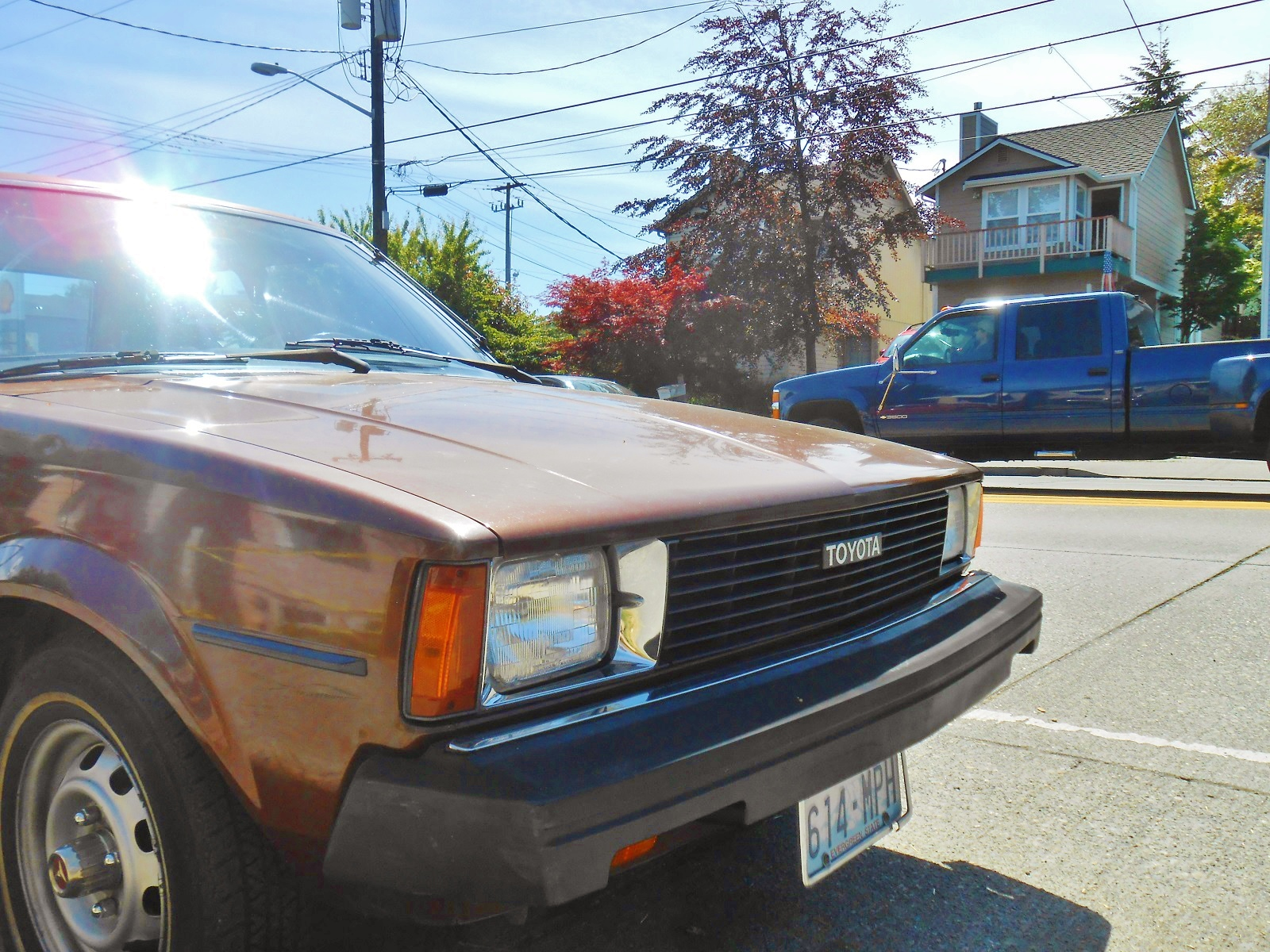 This corolla exhibits the later front end with two square lights earlier cars had quad circular lights this corolla painted in the classic eighties