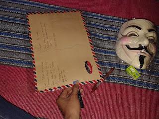 Tips dan Cara Membungkus Beserta Mengirim Topeng Anonymous V For Vandetta yang Baik dan Aman Hermanbagus Shop