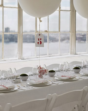 Globo blanco con número de mesa