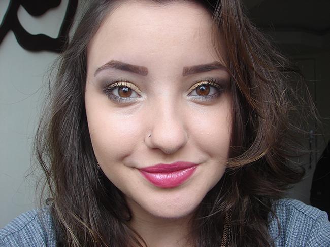 Como fazer maquiagem com sombra dourada