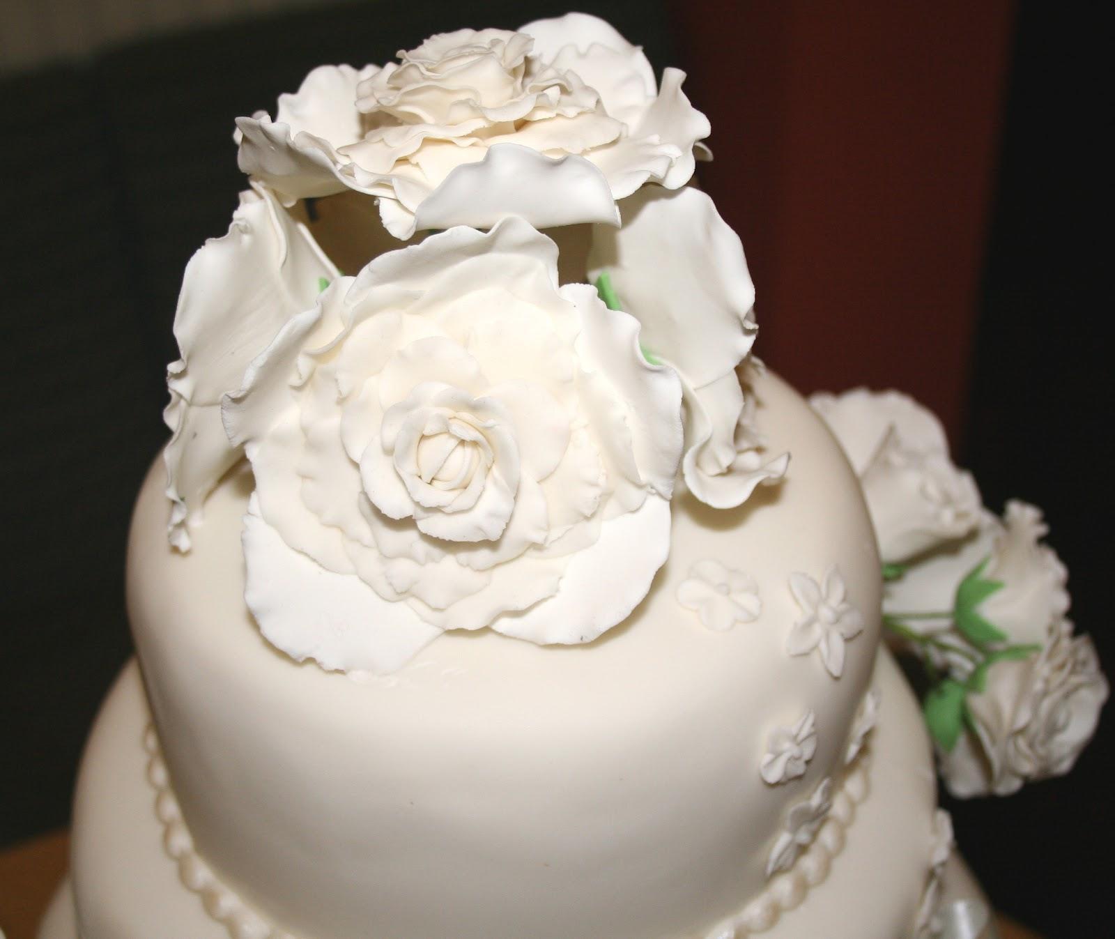 Rose Wedding Cake: Chintzy Cakes: Ivory Rose Wedding Cake
