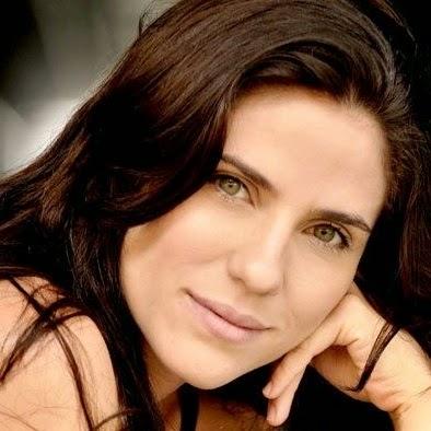 Com uma pele lisinha e sem manchas, Rafaela que está no ar na série  O negócio, do canal a cabo HBO. No dia a dia, usa apenas corretivo