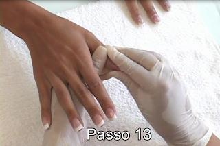 removendo resíduos das unhas