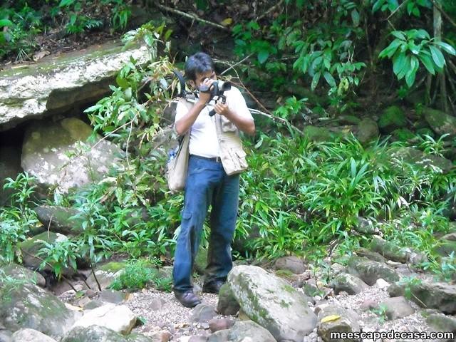 Dante filmando desde la orilla del río Shilcayo, Cordillera Escalera - Perú