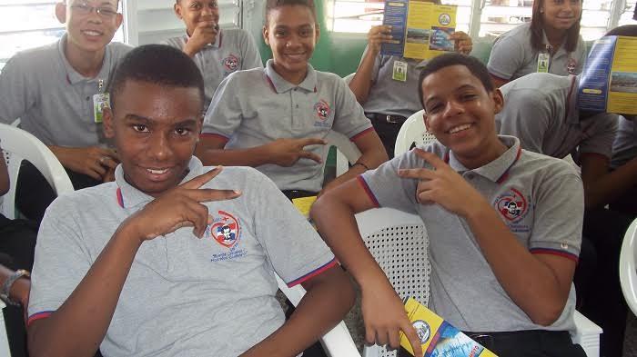 Prensa libre nagua onesvie instruye estudiantes sobre for Oficina nacional de evaluacion