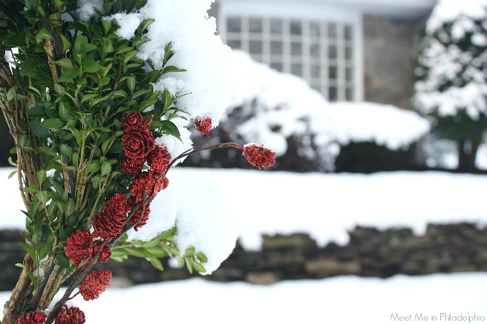 wreath in the snow_via Meet Me in Philadelphia