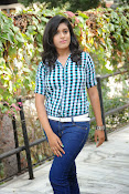 Liza reddy glam pix in jeans-thumbnail-5