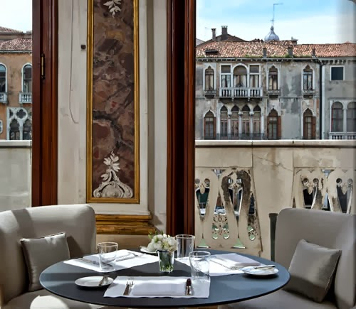 wonderful dining experience with view to the canal surrounded by venetian details