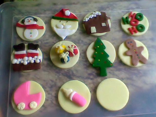 Dec.cupcake Natal e baby rosa em pasta de leite