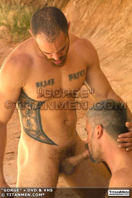 gorge: crobearporn.blogspot.com/2012/02/masculine-tattoed-porn-star-dred...