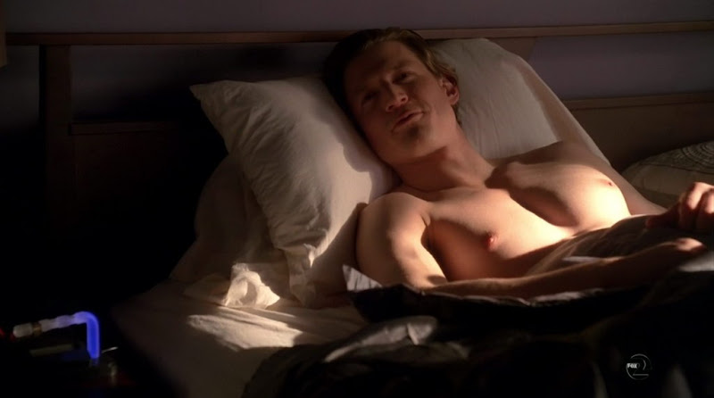 Philip Winchester Shirtless on Fringe s3e13