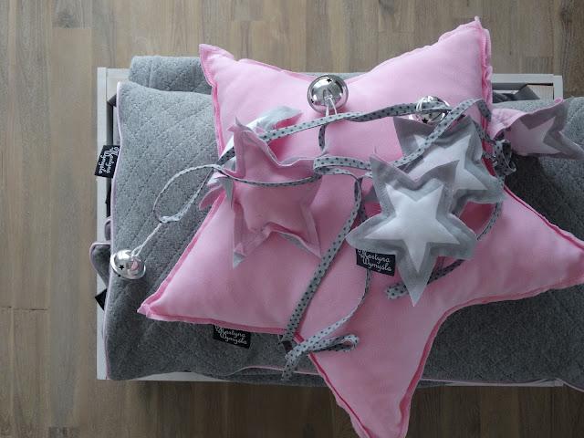różowe poduszki gwiazdki