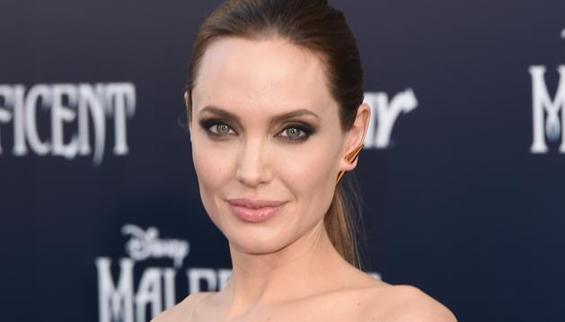 Artis Cantik Angelina Jolie