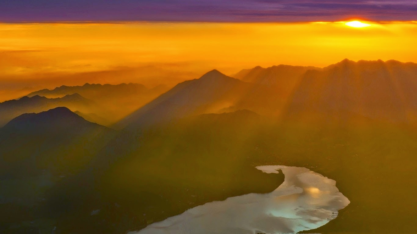 Sunrise at Lake Kawaguchi seen from Mount Fuji, Japan (© Filip Fuxa/Alamy) 260