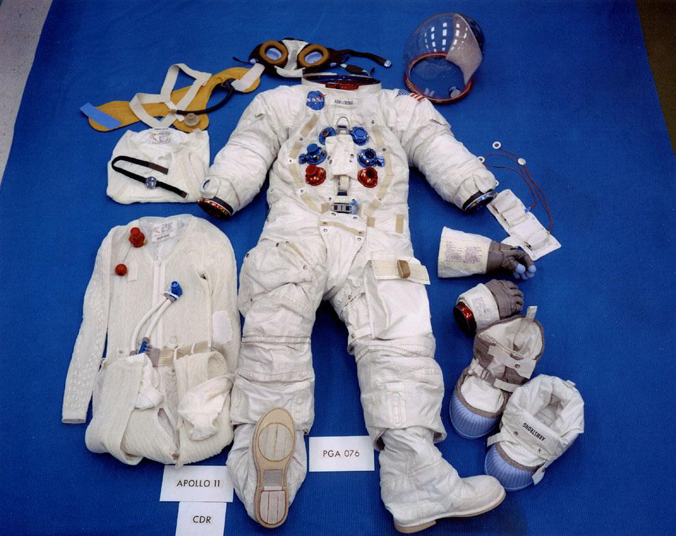 En Junio de 1969 , cuando Neil Amstrong y Buzz Aldrin pisaron por ...