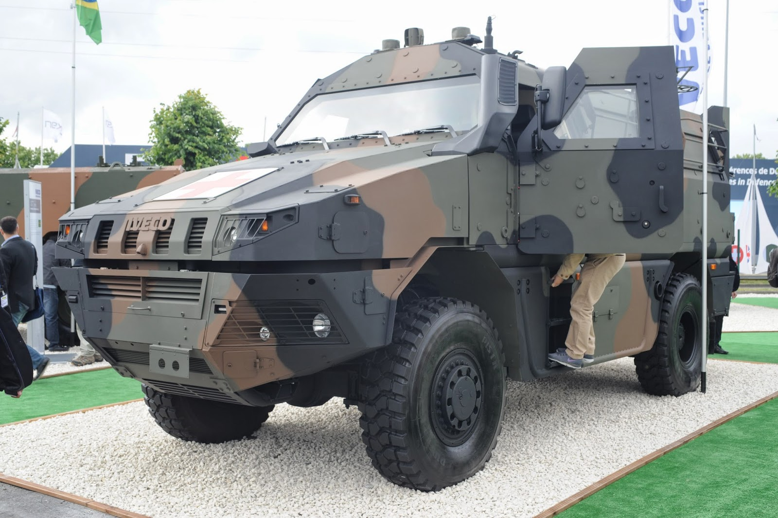 Veco mpv vtmm 4x4 ambulance for the italian army