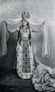 Sybil Sanderson as Massenet's Esclarmonde