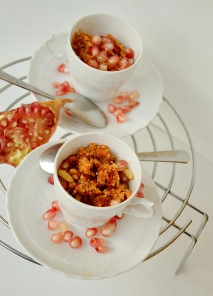 cous cous con friggitelli rossi, pomodorini secchi sott'olio, melagrana e pinoli