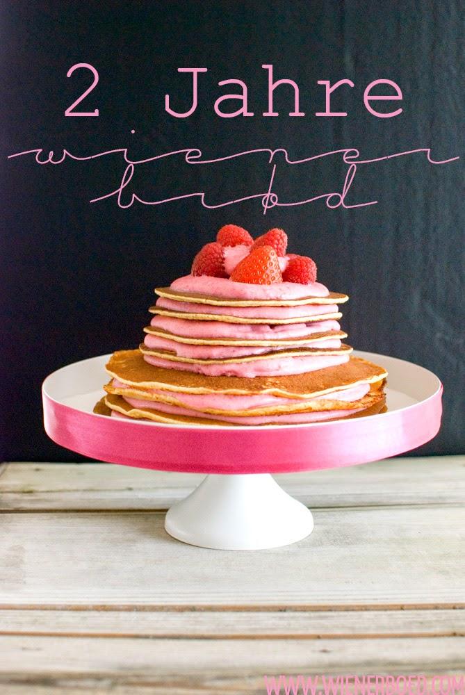 Pfannkuchen-Kuchen mit Beerenfüllung / Pancake cake with berry filling [wienerbroed.com]