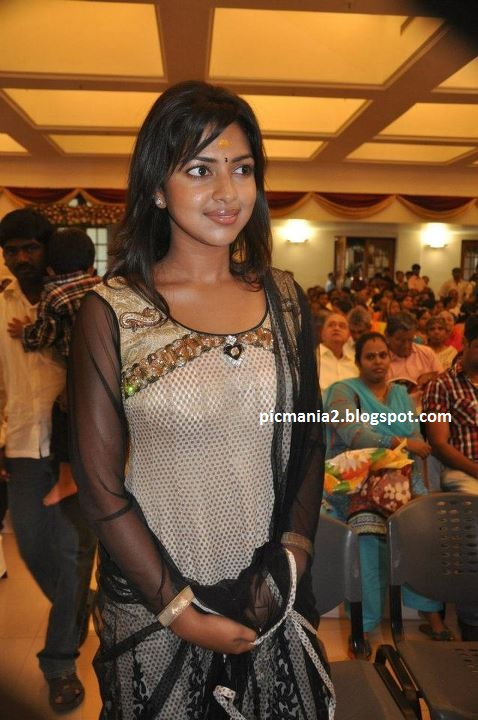 south indian actress amala paul navel,cleavage photos