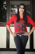 Hari Priya dazzling stills-thumbnail-7