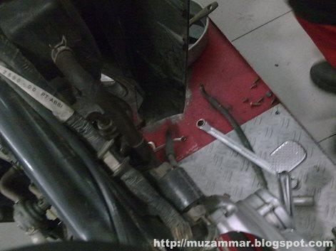 Kerak sisa pembakaran di mesin dapat menyebabkan mesin mati dan kehilangan kompresi