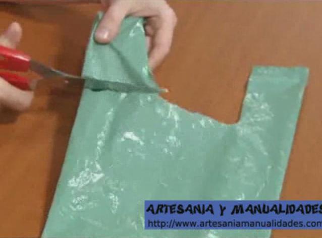 Manualidades recicladas con bolsas de plastico paso a paso - Como hacer bolsos con salvamanteles ...